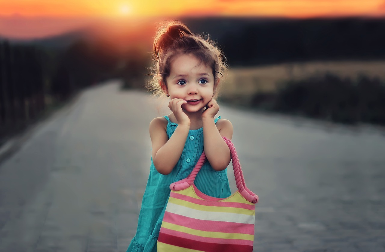 children_aroni-738302_1280